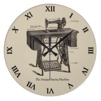 Reloj antiguo de la máquina de coser