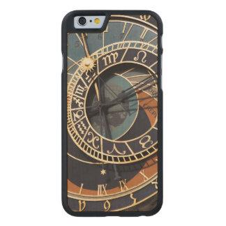 Reloj astrológico medieval antiguo Checo Funda De iPhone 6 Carved® Slim De Arce