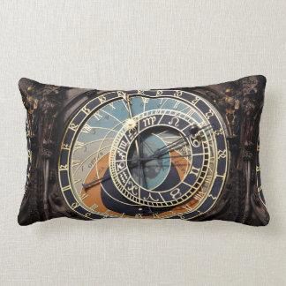 Reloj astronómico en Praga Cojín