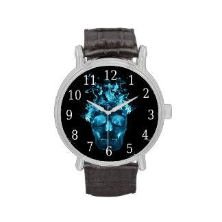 Reloj azul del cráneo del fuego