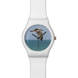 Reloj blanco de la gaviota con el encargado negro