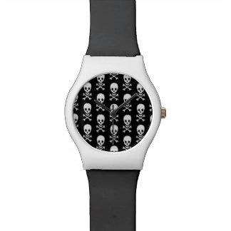 Reloj blanco negro del cráneo y del diseñador de l