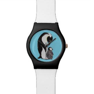 Reloj blanco y negro azul de los pingüinos