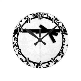 Reloj blanco y negro de la cinta del damasco