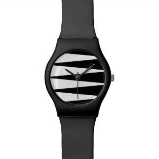 Reloj blanco y negro de May28th