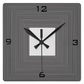 Reloj blanco y negro de Striped>Wall