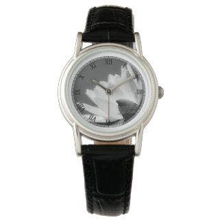 Reloj blanco y negro de Waterlily
