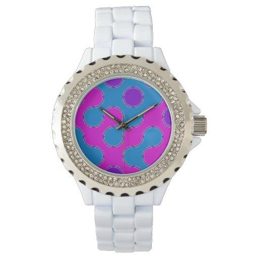 Reloj bonito de los pedazos