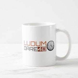 Reloj brillante del atrevimiento de Ludum Taza Básica Blanca