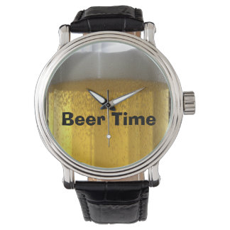 Reloj caprichoso de la cerveza que hace espuma