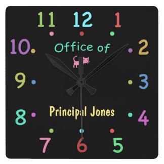 Reloj coloreado de la oficina de aduana de la tiza