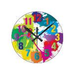 Reloj colorido del arte