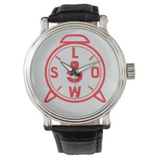 """Reloj con el logotipo """"bajo y lento"""" (13 estilos"""