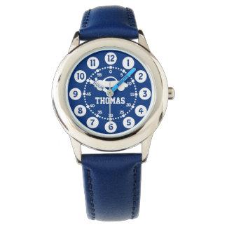 Reloj conocido blanco azul de los muchachos