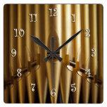 Reloj cuadrado de los tubos de órgano