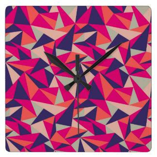 Reloj cuadrado geométrico del triángulo rosado