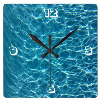 Reloj de agua fresco de la piscina