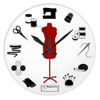 Reloj de costura del tiempo de la aguja y del hilo