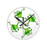 Reloj de cuatro ranas del dibujo animado