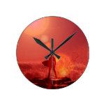 Reloj de dios que practica surf