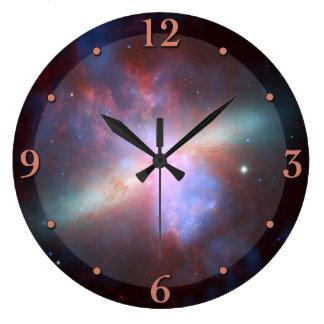 Reloj de la astronomía de la nebulosa del espacio