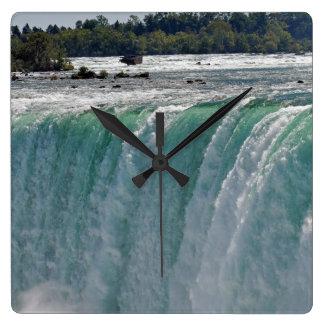 Reloj de la foto de la naturaleza de las caídas de