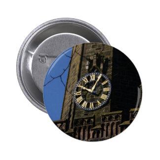 Reloj de la iglesia pin redondo de 2 pulgadas