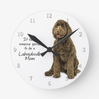 Reloj de la mamá de Labradoodle