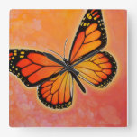 Reloj de la mariposa de monarca que agita
