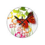 Reloj de la mariposa y de pared de las flores