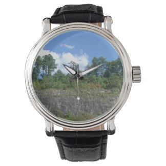 Reloj de la pared de la roca