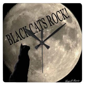 Reloj de la roca de los gatos negros