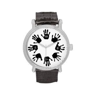 Reloj de las manos negras