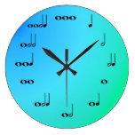 Reloj de las notas musicales en azul y verde