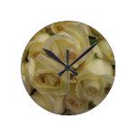 Reloj de los rosas amarillos hecho