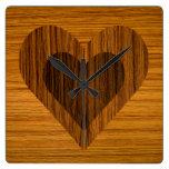 Reloj de madera del corazón del efecto
