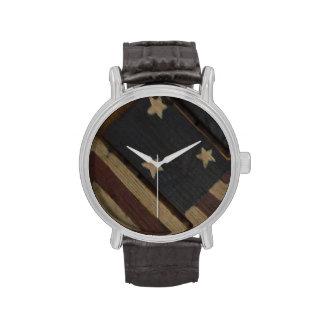 Reloj de madera primitivo de la bandera americana