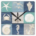 Reloj de madera viejo del mar de la aguamarina
