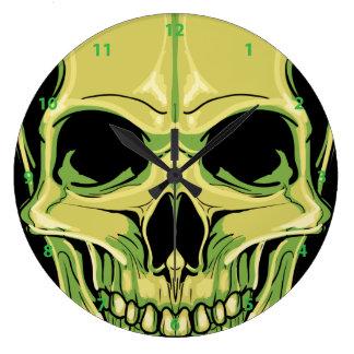 Reloj de mueca verde del cráneo