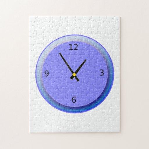 Reloj de neón que exhibe tiempo puzzle con fotos