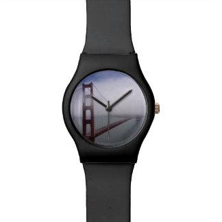Reloj de niebla hermoso de puente Golden Gate