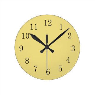 Reloj de pared amarillo de la cocina del lino