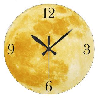 Reloj de pared amarillo de la Luna Llena