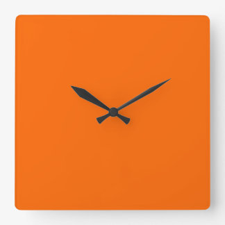 Reloj de pared anaranjado del resplandor