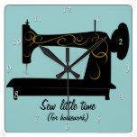 Reloj de pared antiguo de la máquina de coser