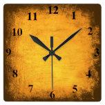 Reloj de pared apenado del oro