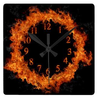Reloj de pared ardiente de las llamas del reloj