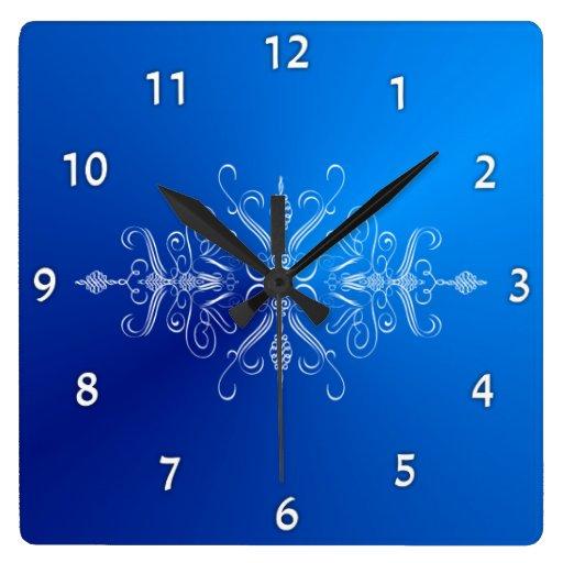 Reloj de pared azul brillante de Scrollwork
