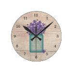 Reloj de pared azul de las violetas del tarro de a