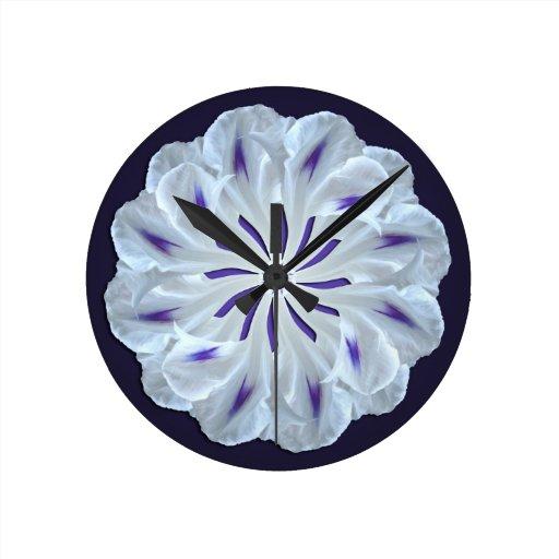 Reloj de pared azul y blanco de la correhuela
